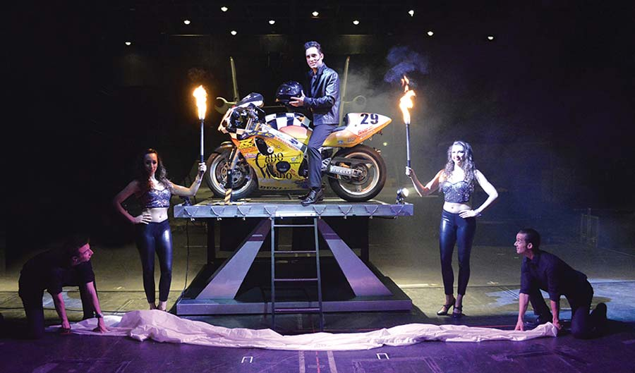 Magician Michael Grandinetti performing magic.